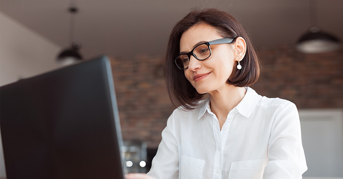 mujer-con-laptop.jpg
